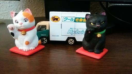 黒猫ポイントとガチャガチャの景品フィギュア.jpg